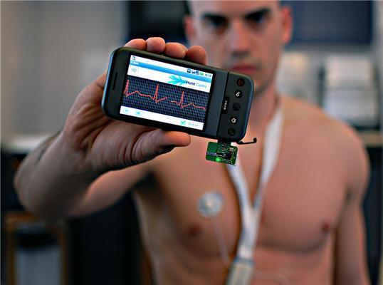 WiFi, geolocalización, monitorización remota, dispositivos de conexión con sensores y smartphones son el presente de las aplicaciones médicas y servicios de salud.